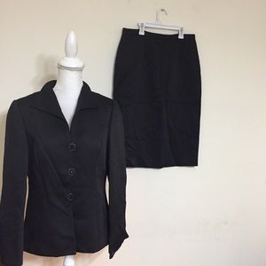 Mossaic Collection Black Skirtsuit Buttons Size 10